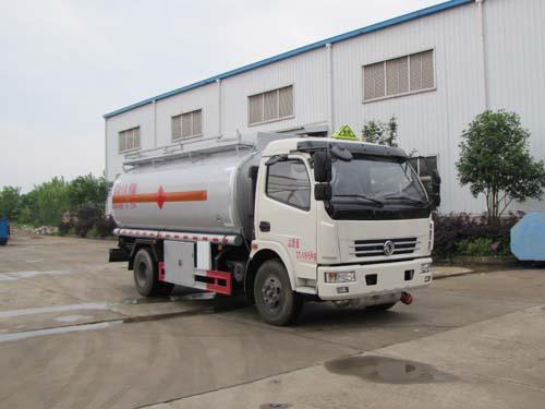 火狐体育官网注册牌SZD5112GJYE5型加油车