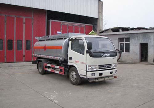 火狐体育官网注册牌SZD5070GJYDFA5型加油车